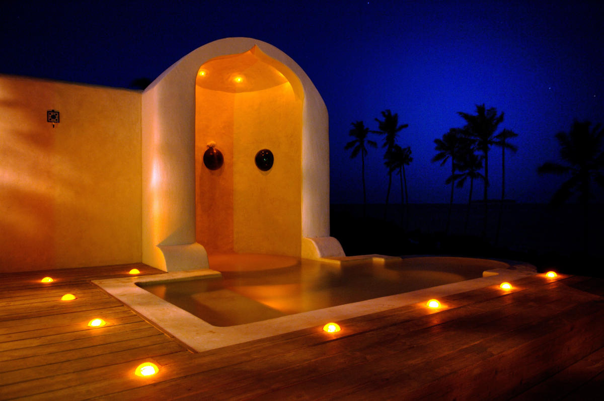 Matemwe-Retreat-plunge-pool-by-night-Zanzibar-Wito-Africa-Safaris