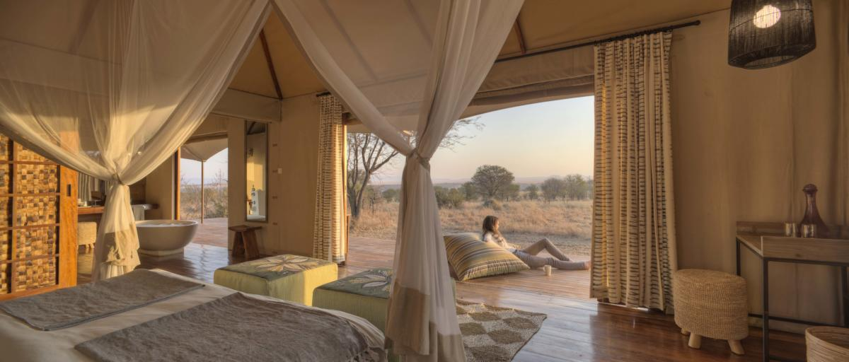 Sayari-bedroom-relaxing-outside-Serengeti-Wito-Africa-Safaris