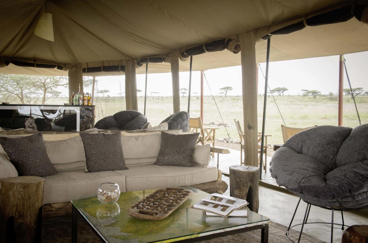 lounge-interior-Namiri-Plains-Camp-Serengeti-Wito-Africa-Safaris-Tanzania